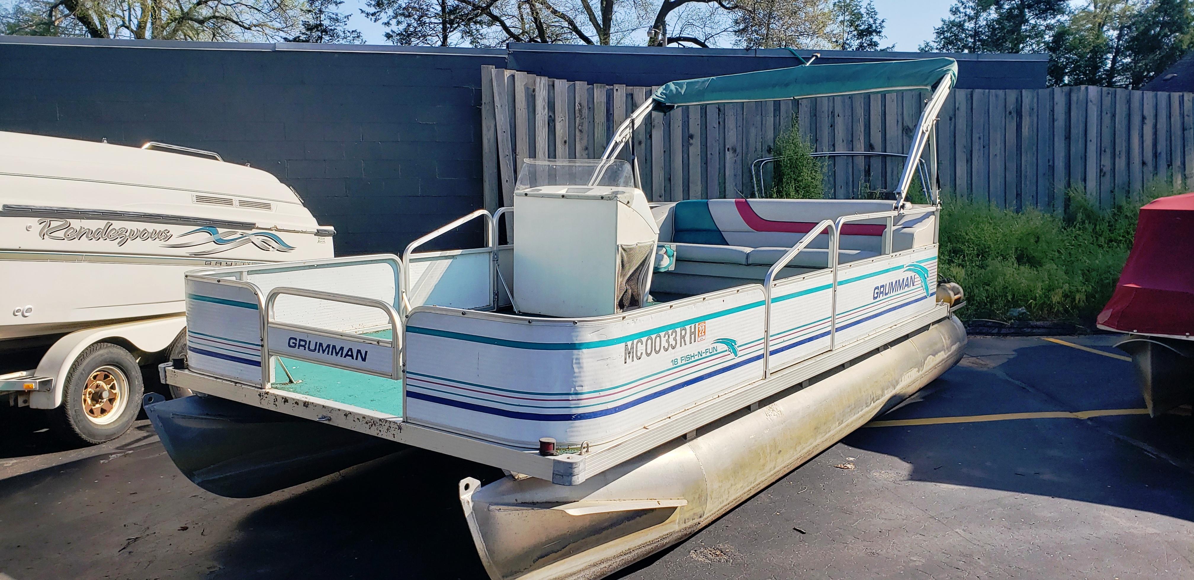 1996 18' Grumman Pontoon Boat