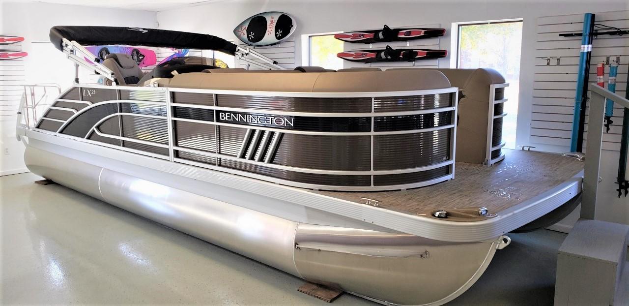 2021 Bennington 23 LXSB Pontoon Boat