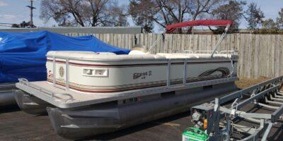 2003 Crest II 22′ Pontoon Boat